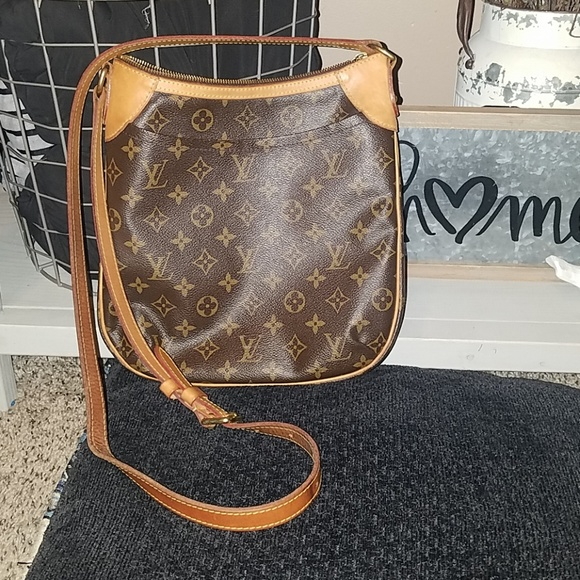 64c3494d9c31 Louis Vuitton Handbags - Authentic Louis Vuitton Crossbody SALE PRICE TODAY